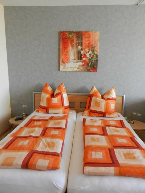 Doppelbett in der Ferienwohnung Grande Seiss am Südstrand von Fehmarn
