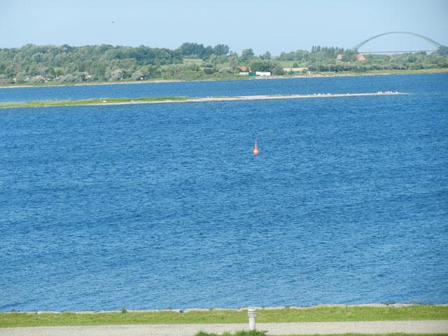 Blick über die Hafeneinfahrt aus der Ferienwohnung Piccolo Seiss am Südstrand von Fehmarn