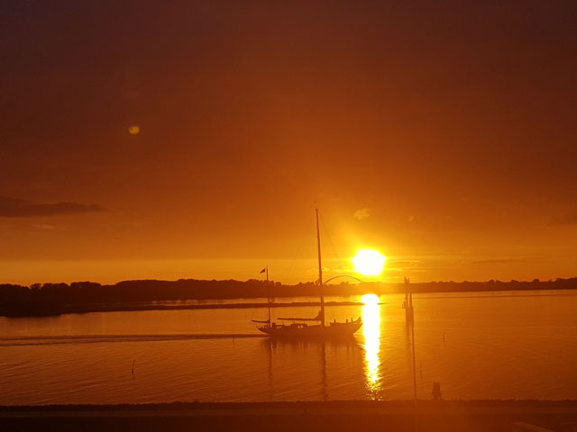Sonnenuntergang Blick aus der Ferienwohnung Piccolo Seiss am Südstrand von Fehmarn